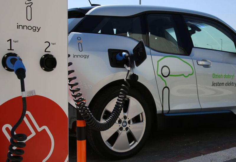 Nowe stacje ładowania aut elektrycznych w podwarszawskich Jankach