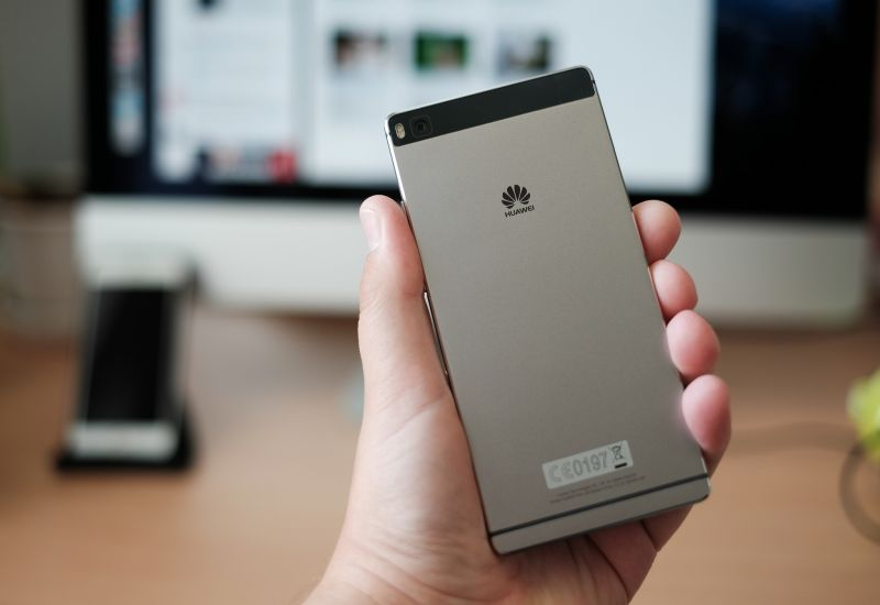 Apple spada na najniższy stopień podium. Huawei goni Samsunga