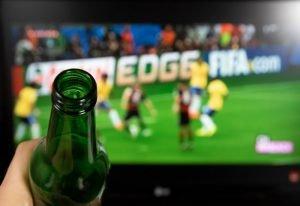 Kibicie nie chodzą na stadiony, bo mają zbyt dobre telewizory