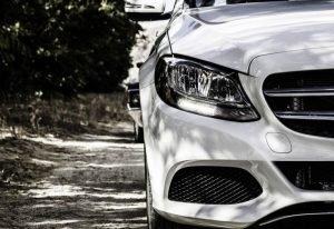 Polacy kochają niemieckie samochody, ale jeżdżą francuskimi