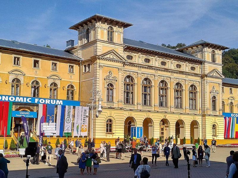 W ramach Forum zaplanowano 7 sesji plenarnych i ponad 200 paneli dyskusyjnych. Rzecz jasna nie mogło zabraknąć tematów poświęconych polskiej branży FinTech.