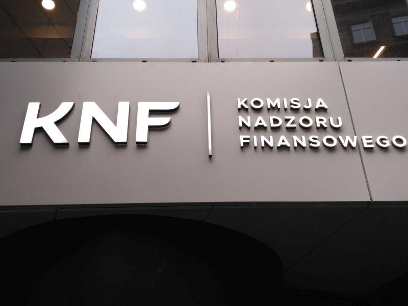 KNF szuka pedantów językowych do pracy