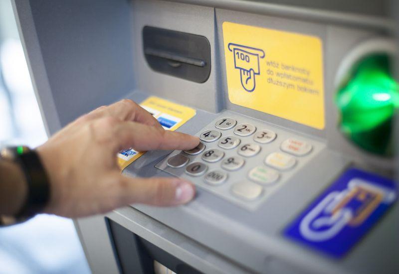 Wpłaty BLIKIEM dla klientów Pekao w bankomatach Euronet i Planet Cash