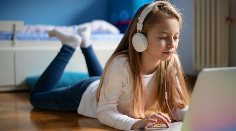 Do szkoły z tabletem i smartfonem. Polacy stawiają na elektronikę w wyprawce szkolnej