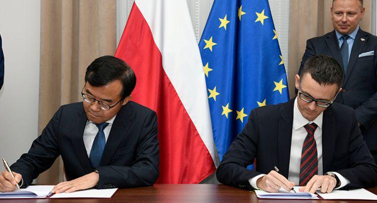 Samsung na straży bezpieczeństwa Polski. Firma podpisuje porozumie z Ministerstwem Cyfryzacji