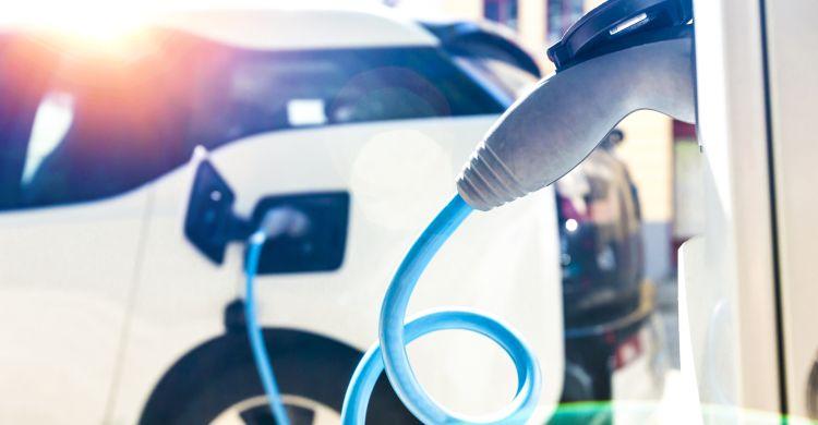Ładowanie samochodów elektrycznych będzie jeszcze prostsze Charge4Europe