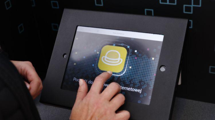 Alior Bank uczy klientów, jak korzystać z bankowości elektronicznej