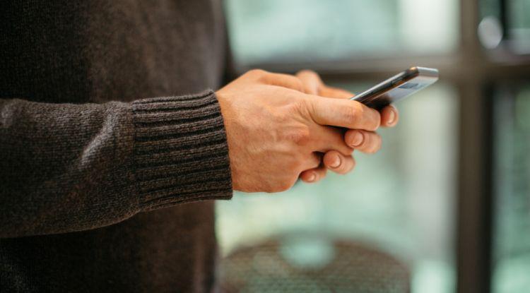 Coraz chętniej robimy zakupy na smartfonach. Najnowszy raport PayPal