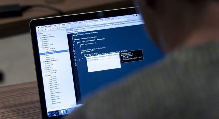 Ile zarabiają programiści i specjaliści z branży IT? Nowy raport Inhire