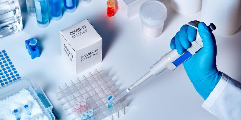 Banki wspierają walkę z koronawirusem. PKO BP zakupił 7,5 tys. testów