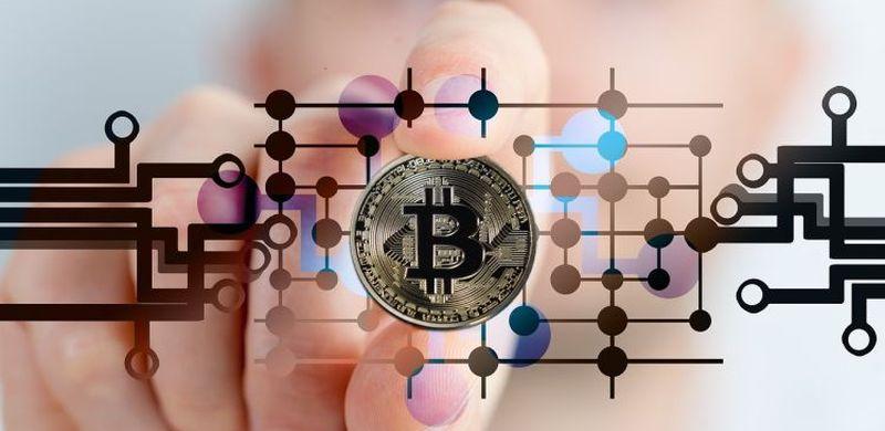 Uwaga na oszustów oferujących inwestycje w kryptowaluty i na rynku Forex