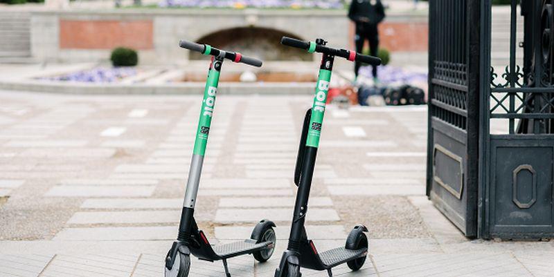 Lekarze na hulajnogi. Bolt wprowadza jednoślady na ulice Warszawy i Krakowa